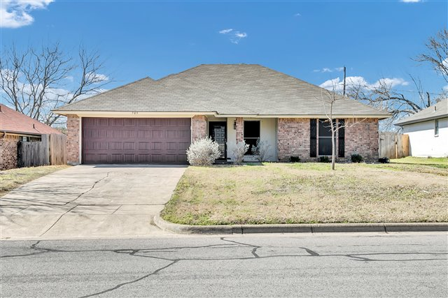 705 PARKVIEW DR, BURLESON, Texas 76028, 3 Bedrooms Bedrooms, ,Single Family Home,Active Listings,PARKVIEW,1016
